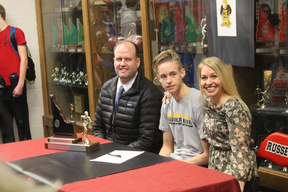 Shelley runner Jonathan Frew signs letter of intent with CSI