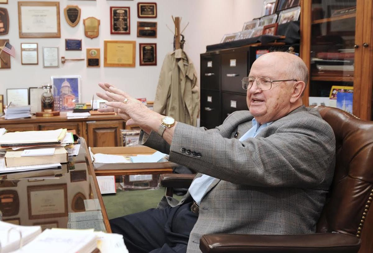 Water expert, former senator to be buried Friday