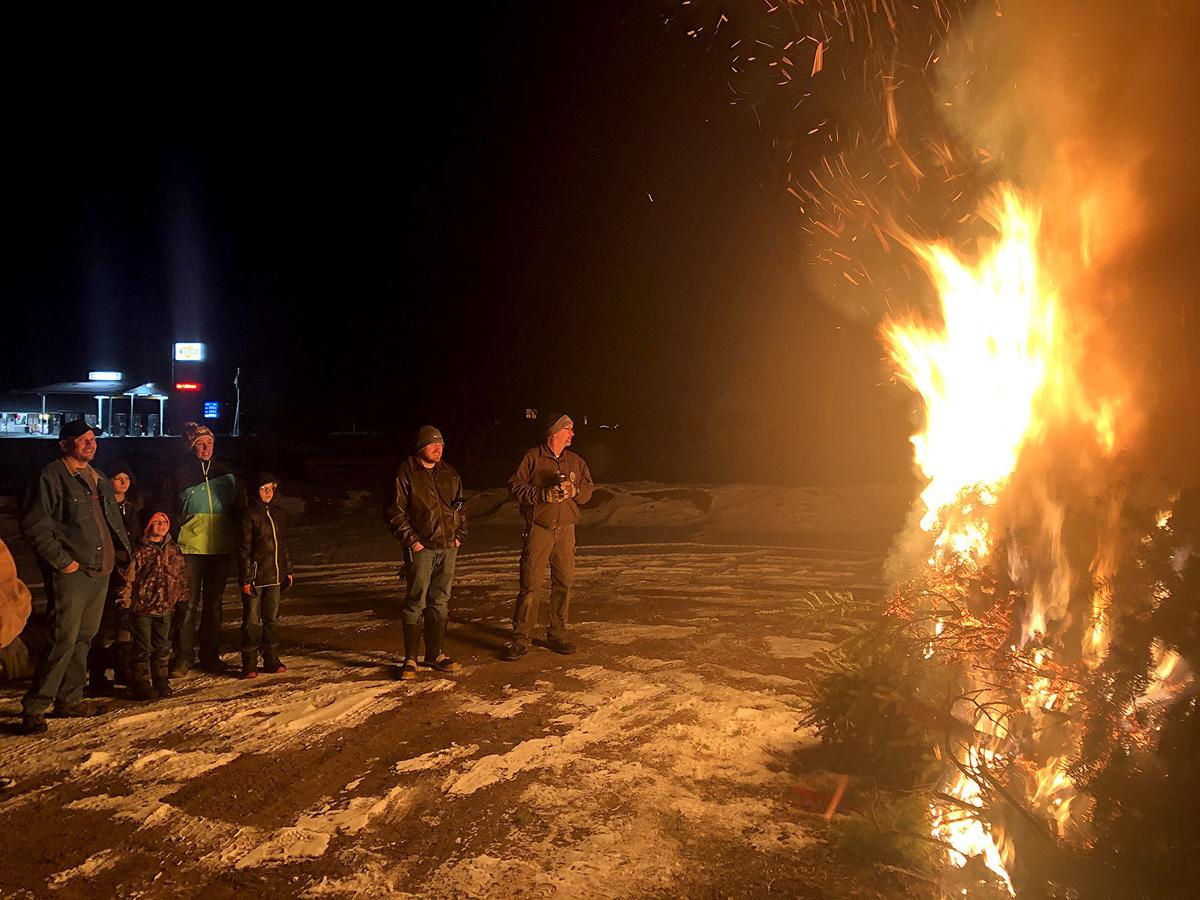 State park lights up with Christmas tree bonfire