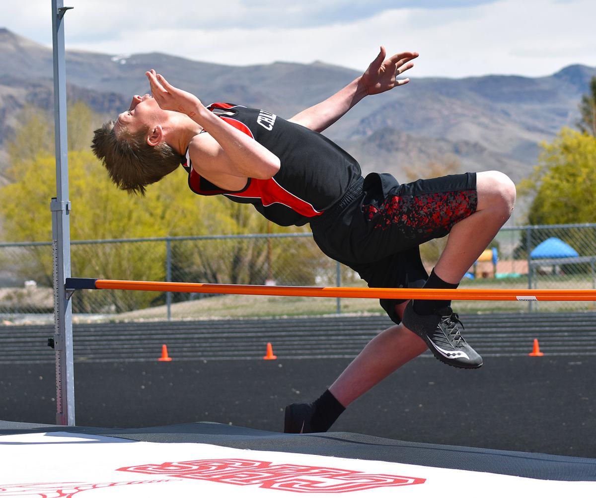 Challis middle school thinclads dominate at district meet