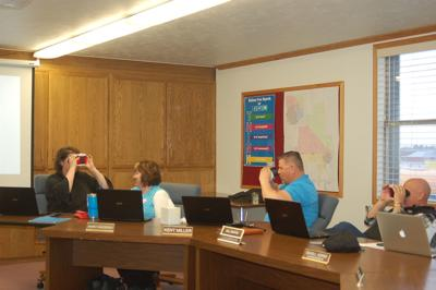 Snake River School Board tests virtual reality viewers