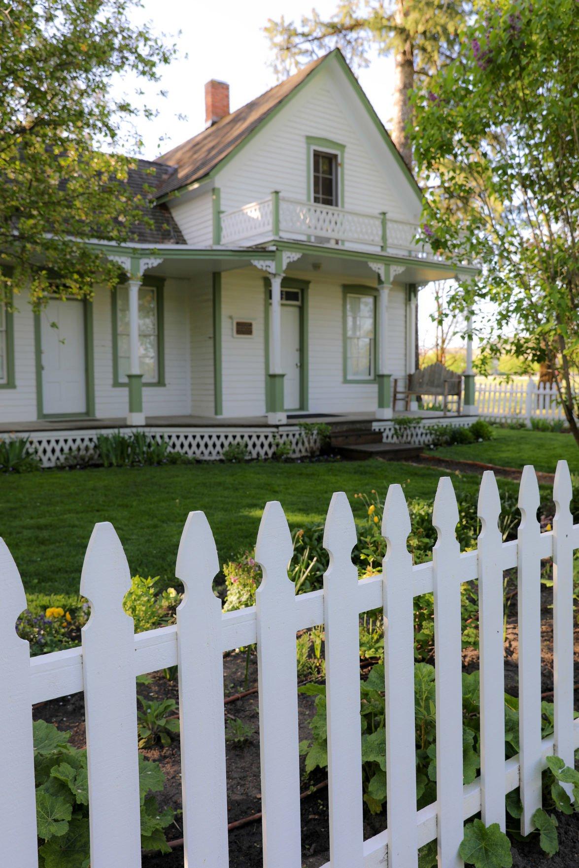 f farmhouse and fence.jpg