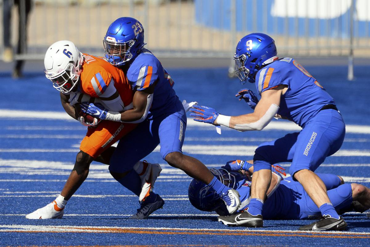 Defense — not the QBs or new offense — steals the show in Boise State spring game