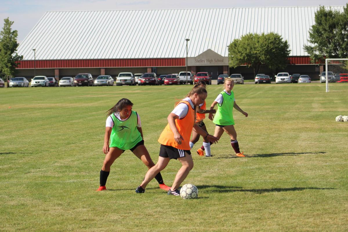 Mihailovic lends helping hand to Shelley Lady Russets soccer