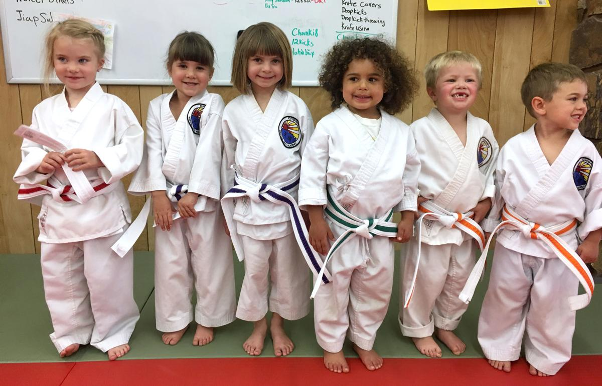 6 youths advance in tae kwon do