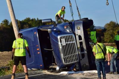 Police: Sun glare led to tractor-trailer crash