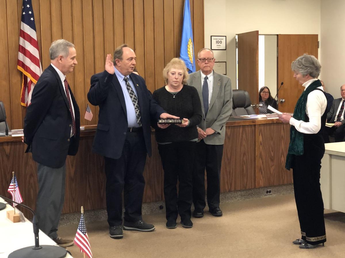 Frank Thomas sworn in
