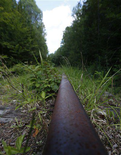 Short Line Rail Boom