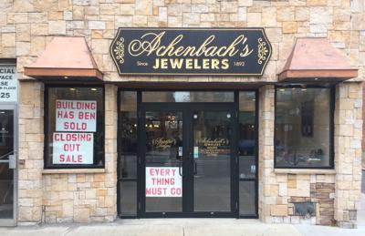 Jewelery store closes