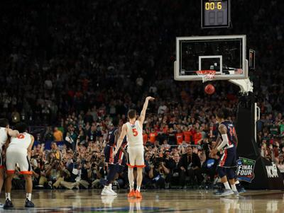 Virginia's Kyle Guy (5) makes the final of three free throws after being fouled on a 3-point basket attempt late in the second half against Auburn in a semifinal of the NCAA Tournament Final Four on Saturday, April 6, 2019, at U.S. Bank Stadium in Minneapolis, Minn.