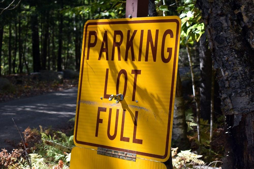 HikersLotFullSign_3191.jpg