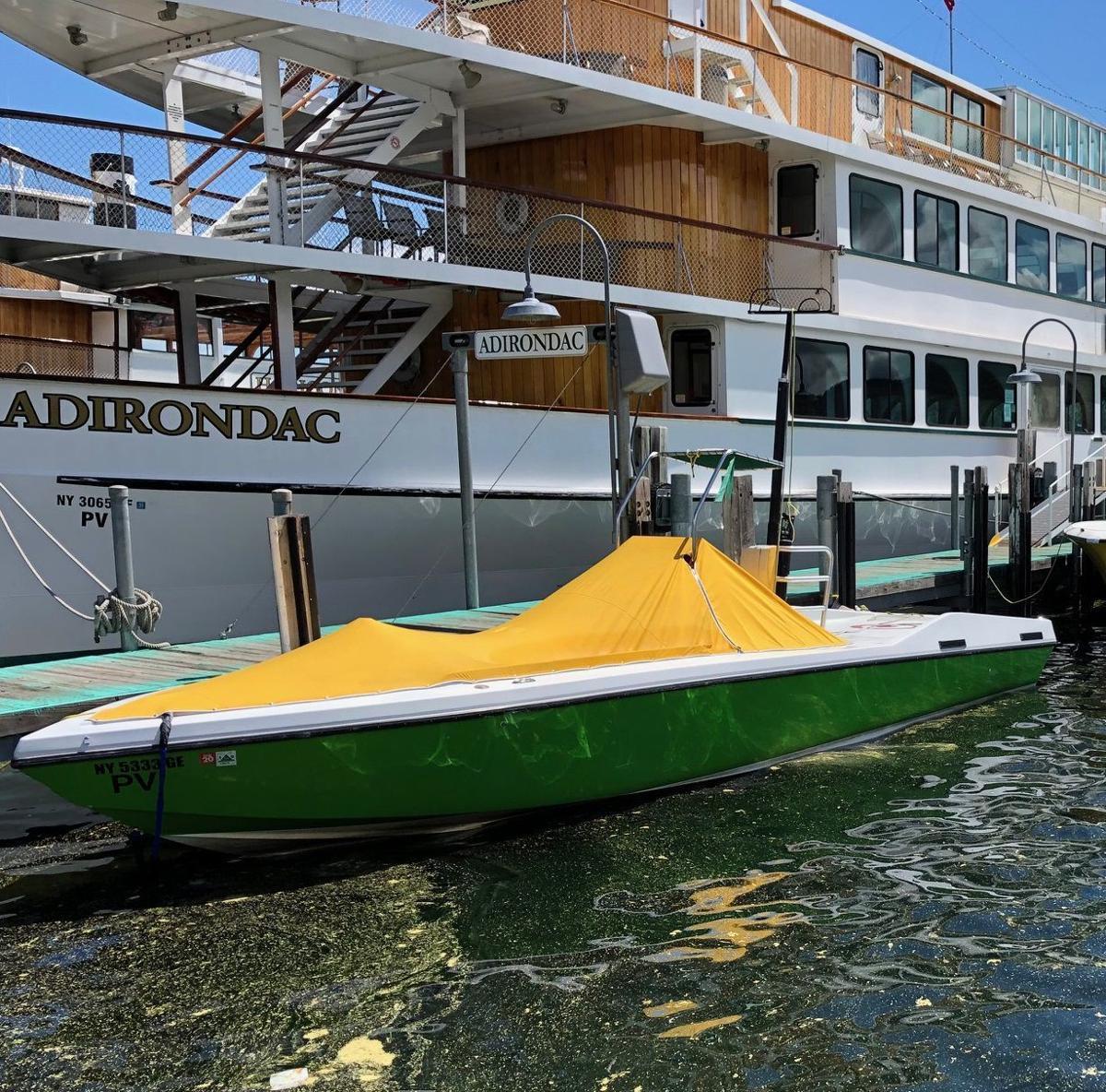 Parasailng boat