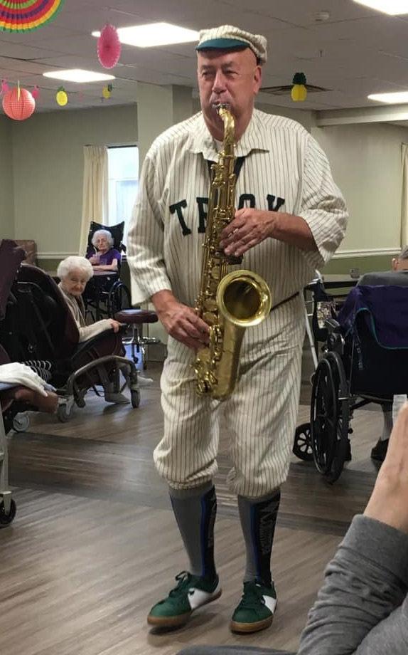 Saxophonist Haymaker visits center