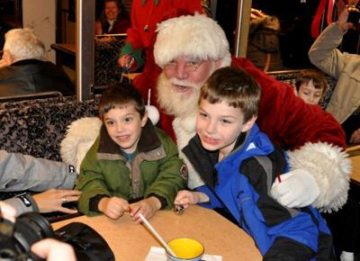 Christmas Train Cast.Railroad To Debut Polar Express Cast Local Poststar Com