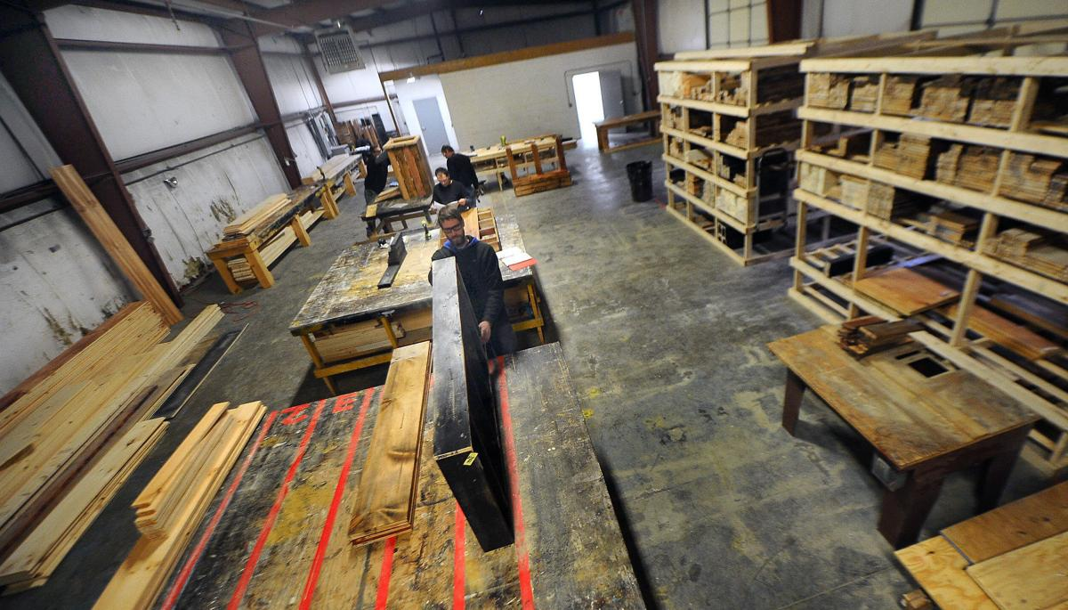Craftsmen Make Rustic Furniture In The Embly Work At New Location Of Square Nail Rustics Business Tuesday Queensbury