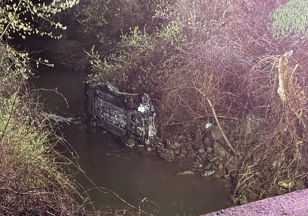 Car goes into Feeder Canal