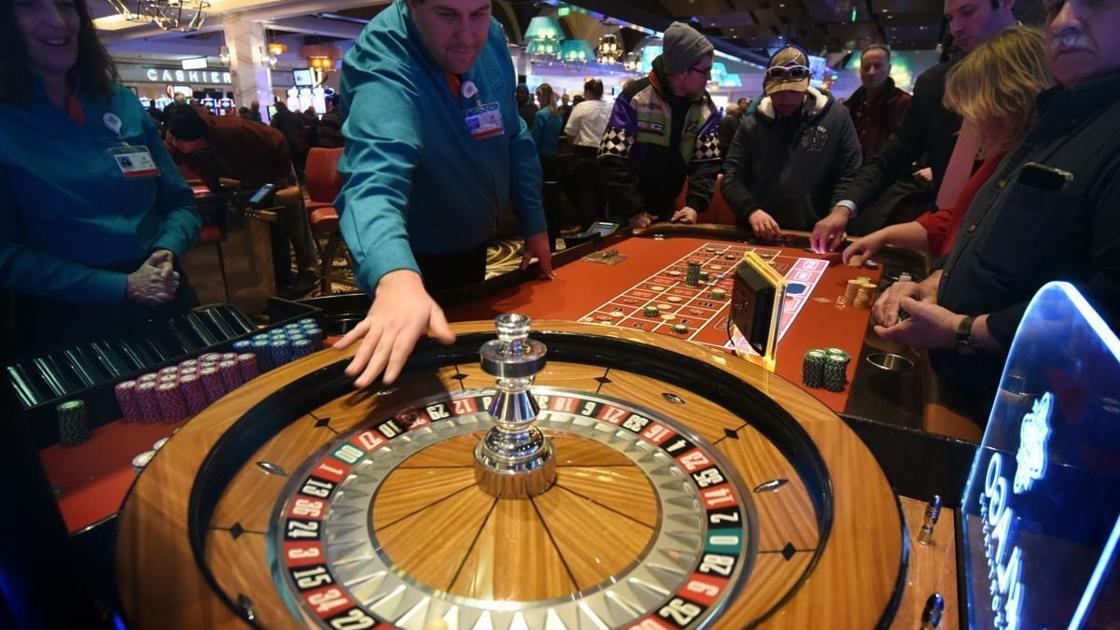 Casino workers plea to reopen gaming floors