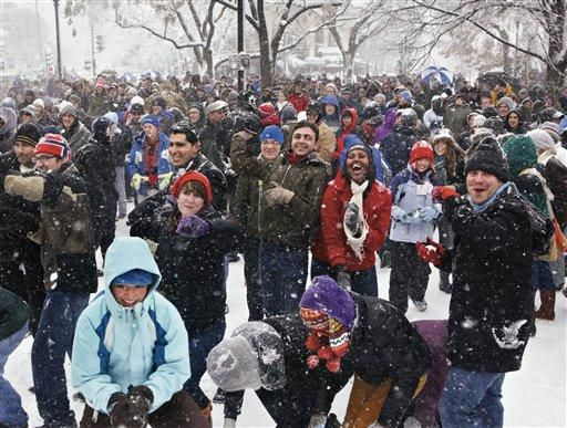VIDEO: Hundreds turn out for D.C. snowball fight
