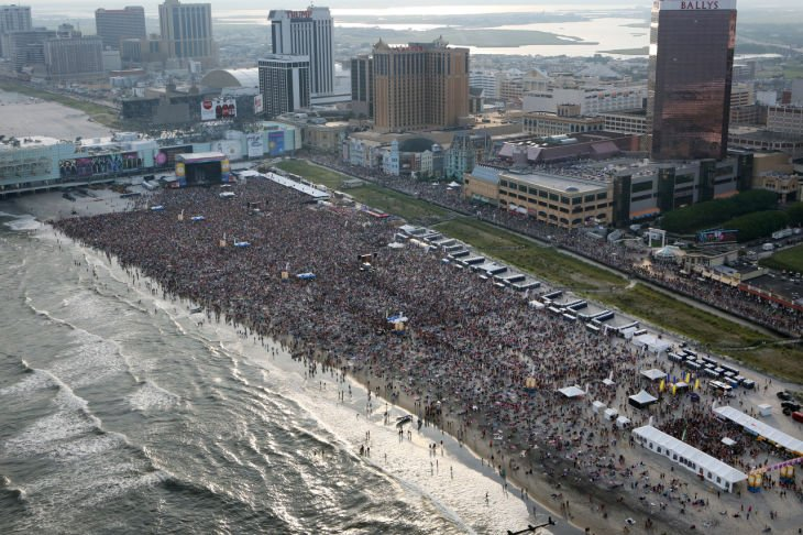 Packed Beach Concert Lets Atlantic City