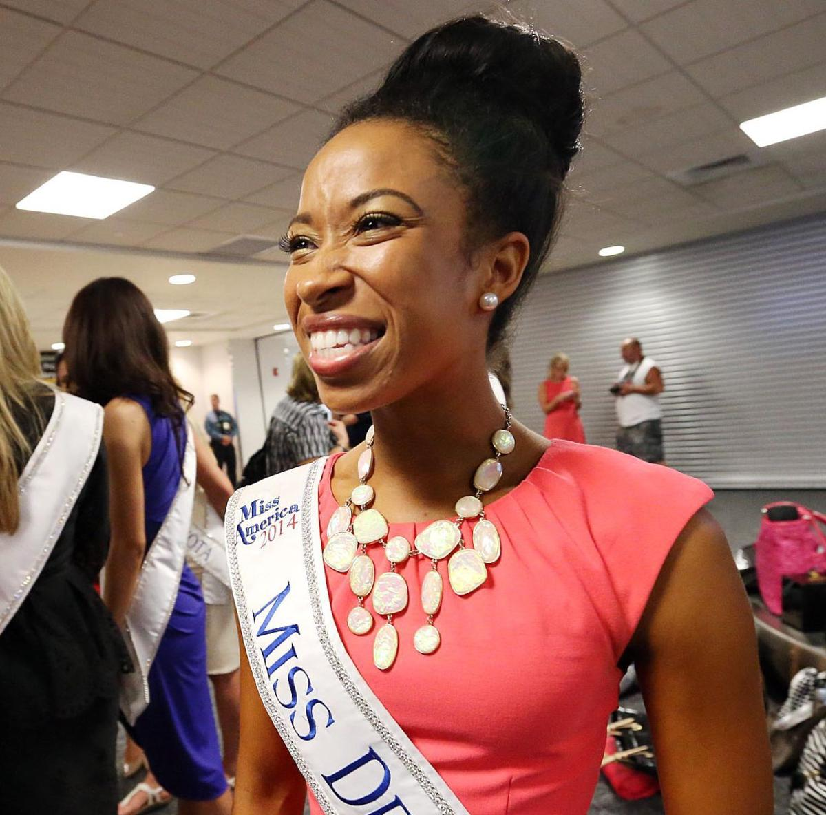 Miss America Contestants Airport