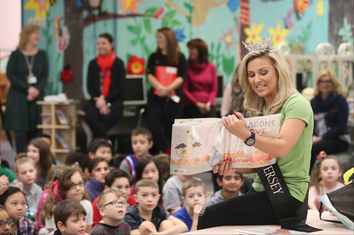 Miss New Jersey Kaitlyn Schoeffel read to children