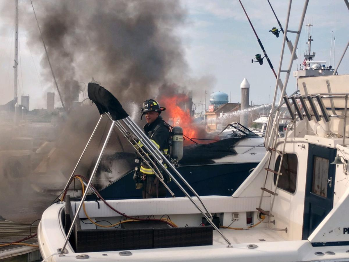 Boat fire at Golden Nugget Marina