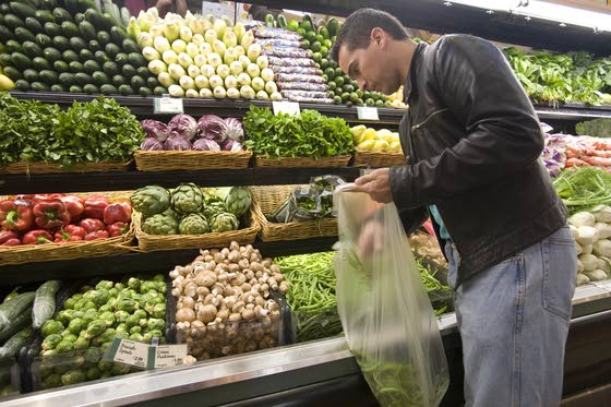 Food shopping on empty stomach leads to dieting disaster