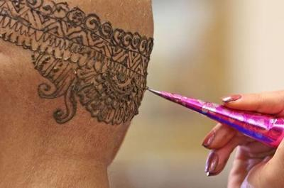 Henna Crowns Help Survivors Cope With Hair Loss Cancer
