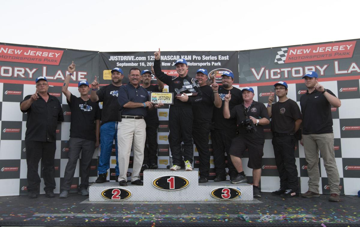 Local fans impressed with nascar s return to millville auto racing pressofatlanticcity com