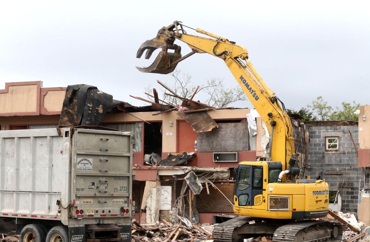 WATCH: Demolition begins on Bayview Inn, where gator was ...