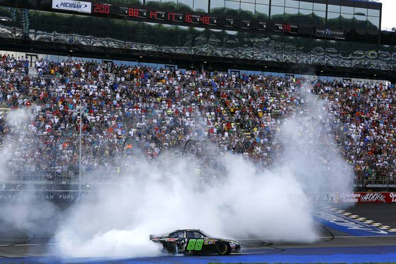 Earnhardt Jr. ends four-year victory drought