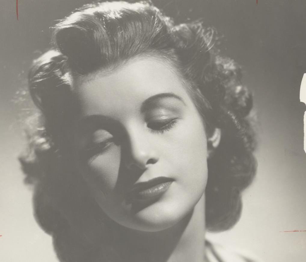 Nigel Green (1924?972 (born in Pretoria, South Africa) Erotic pic Gina DeVettori,Peggy Gale Fleming