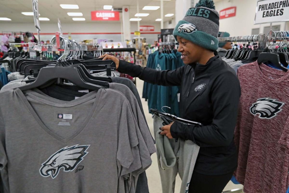 newest collection 0e751 340d1 Fans head out Monday morning for Eagles championship gear ...