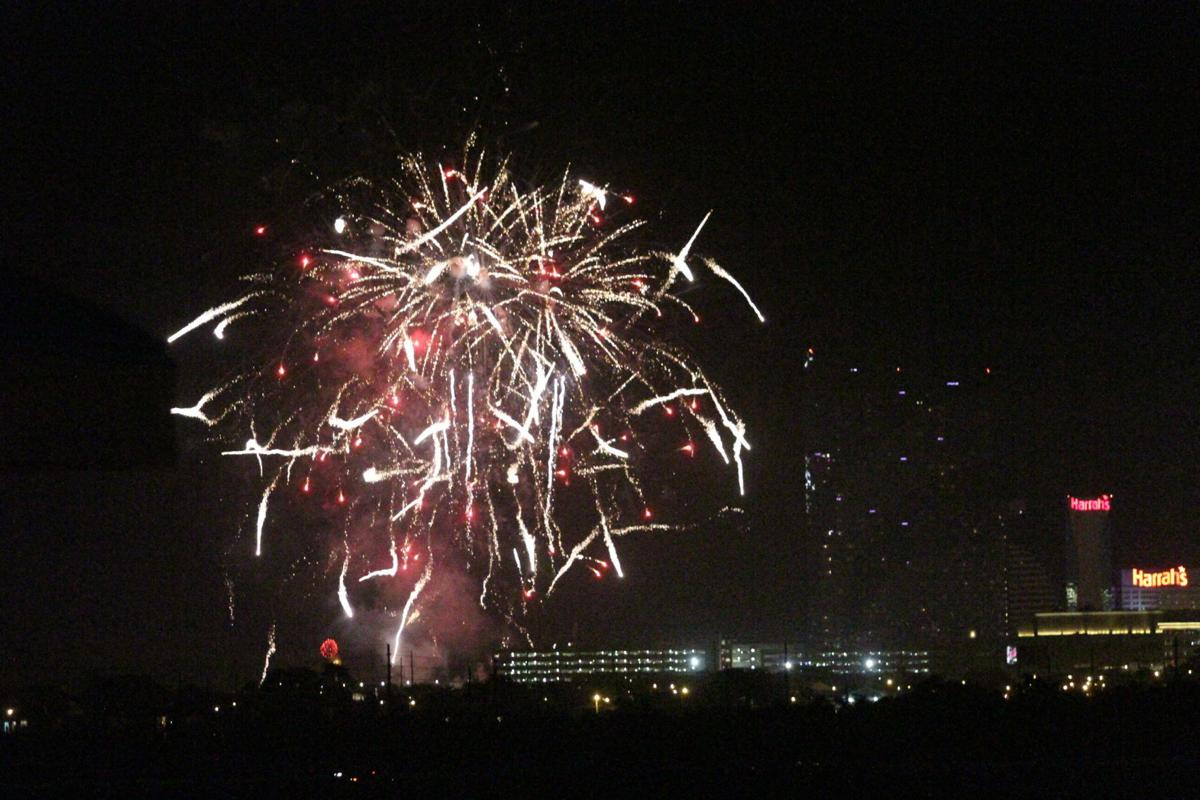 Tropicana sponsors fireworks show for New Year's Eve ...