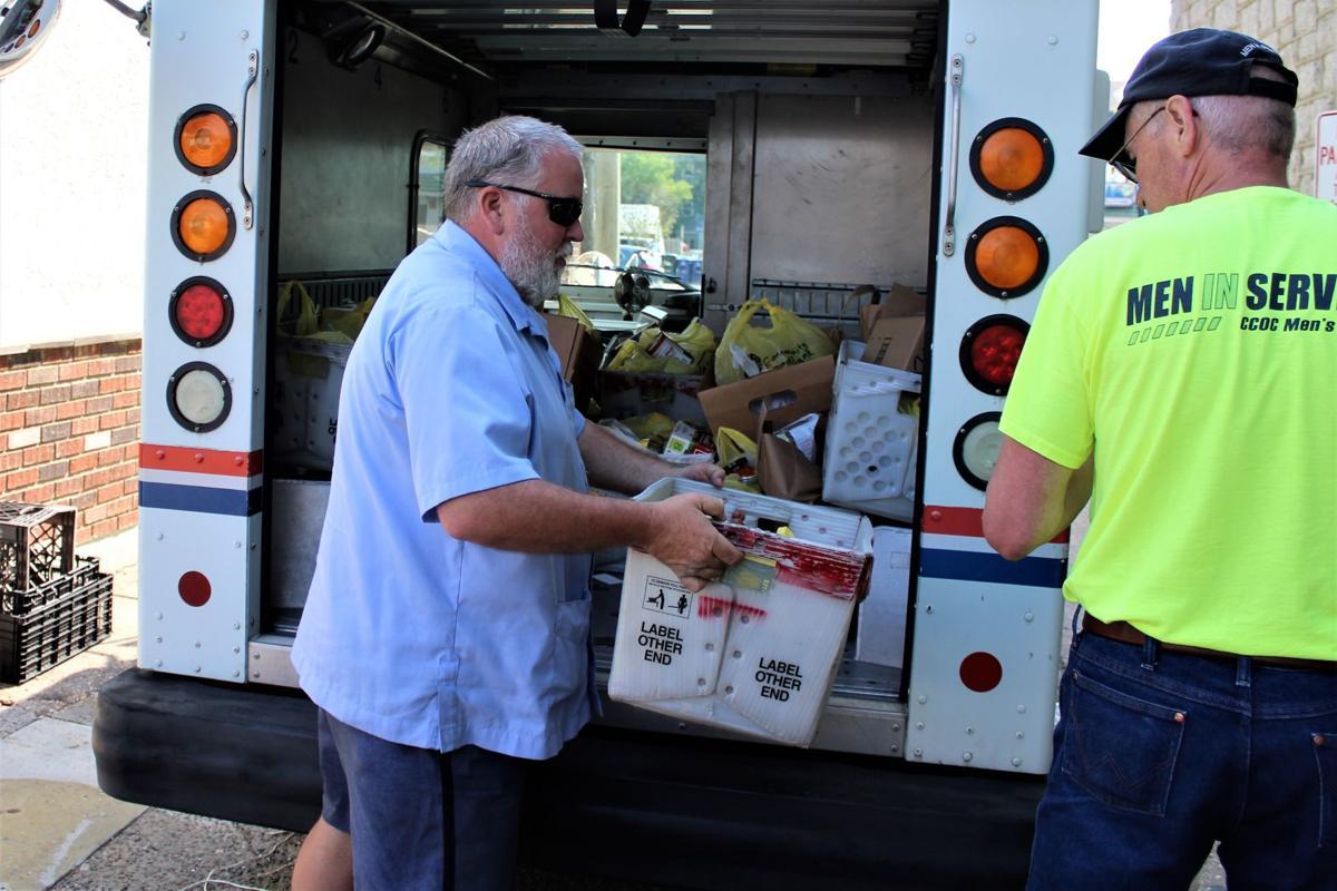 051718_goc_fooddrive Unloading 2