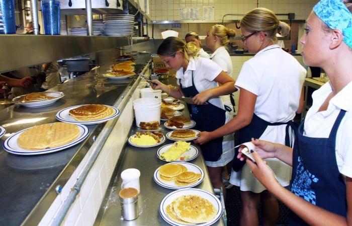 In Season In Business Uncle Bill S Pancake House Grows