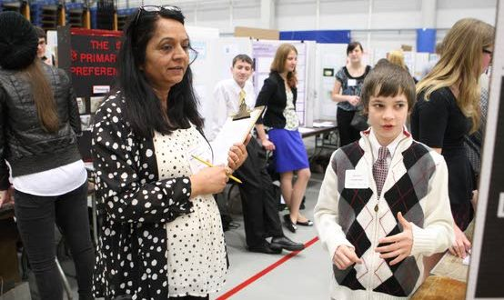 Evaluating experimentsScience fair judges pick winners, encourage participants