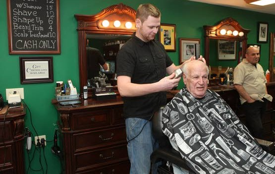 Barber shop celebrates veterans with free haircuts in Smithville