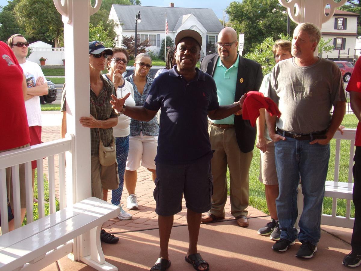 GAL EHC community walk 330a 0815-4