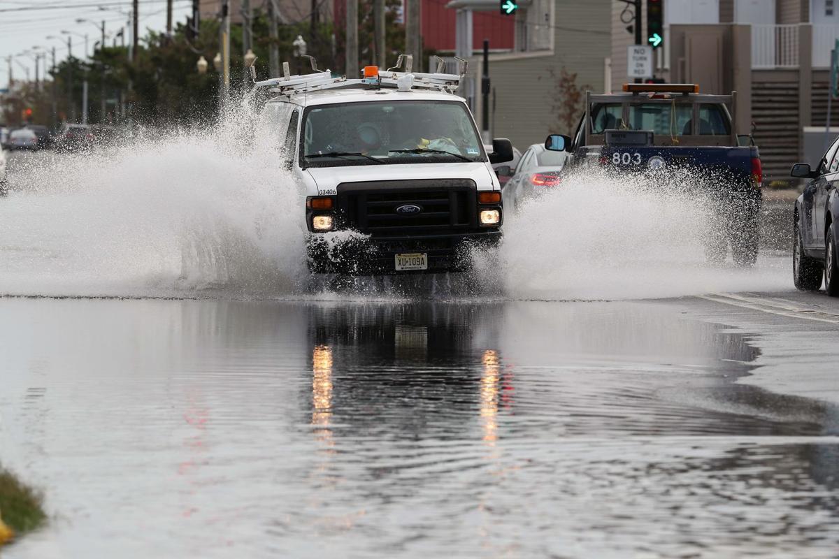 Coastal waves and flooding