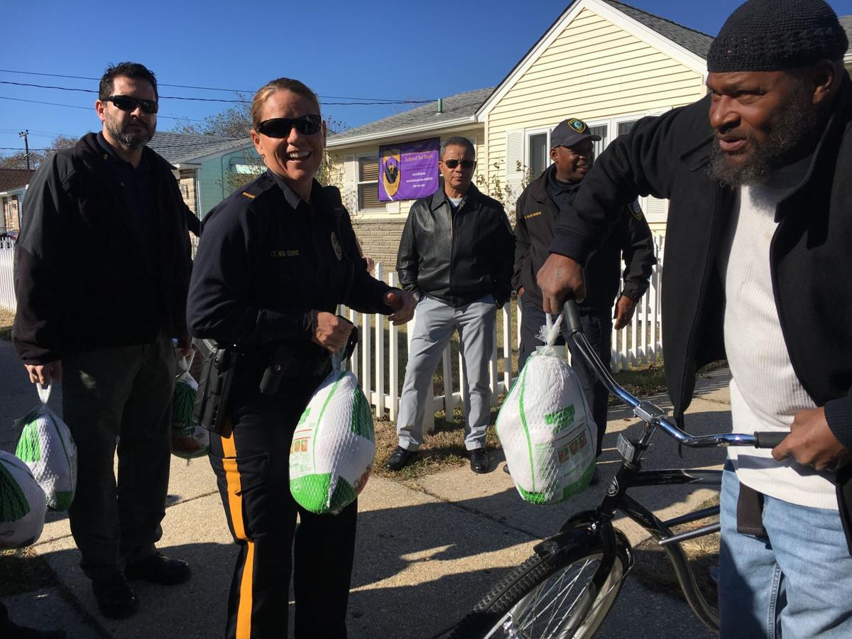 Atlantic City Thanksgiving turkey giveaway (28)