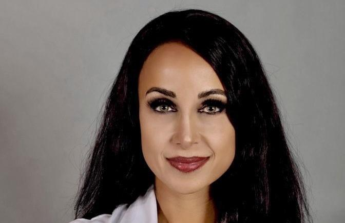 Dr Nina
