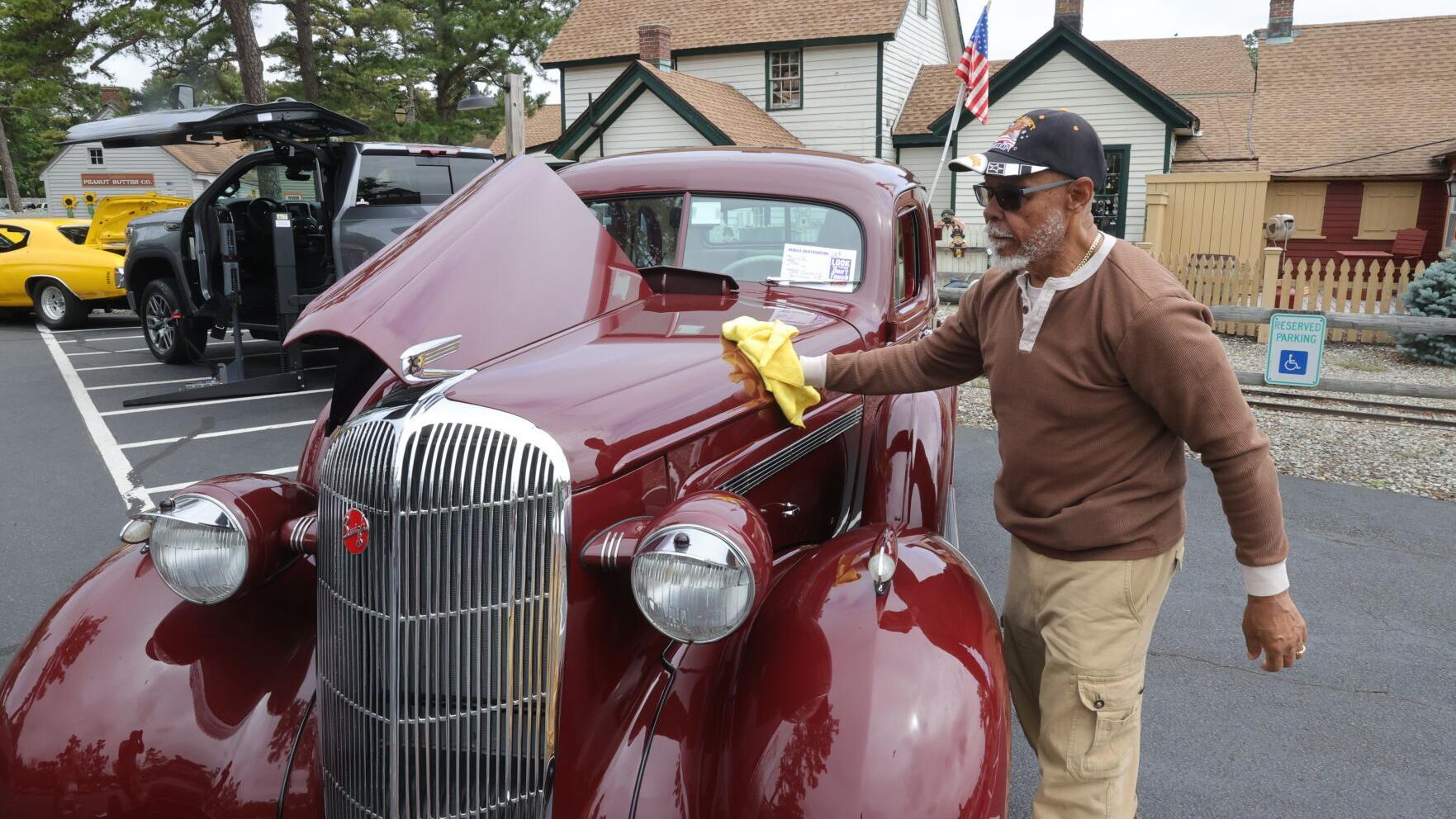 PHOTOS Car show in Smithville