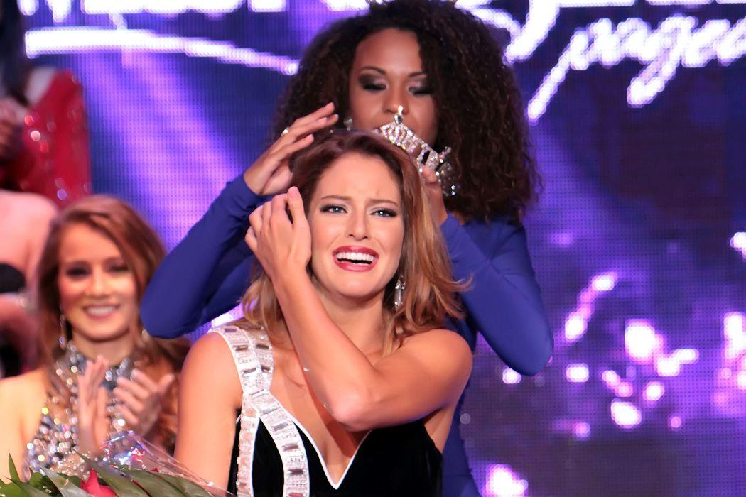 Lindsey Giannini crowning