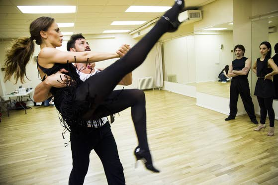 'Dancing With the Stars'  pros wrestle with tango