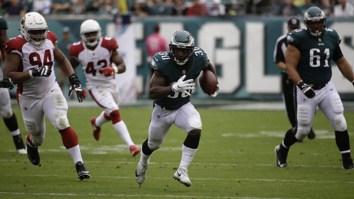 GALLERY: Eagles rout Cardinals