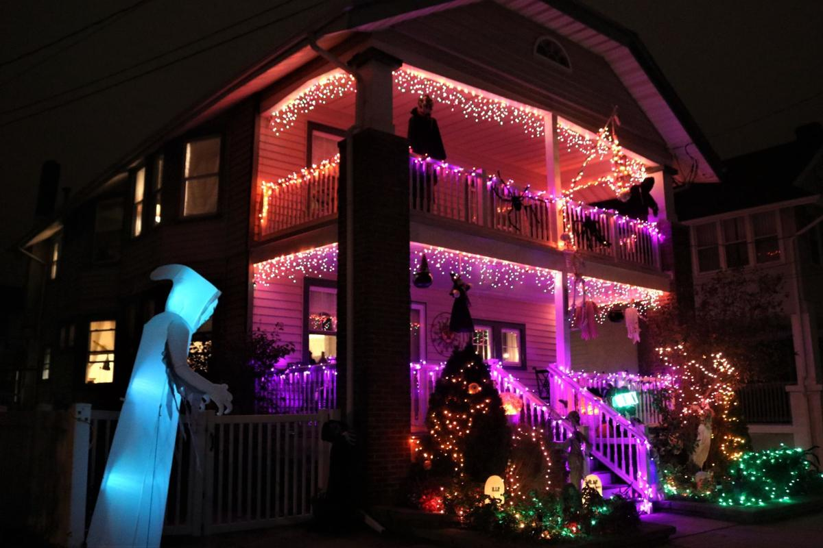 ochalloween_Halloween lights on 7th street 1