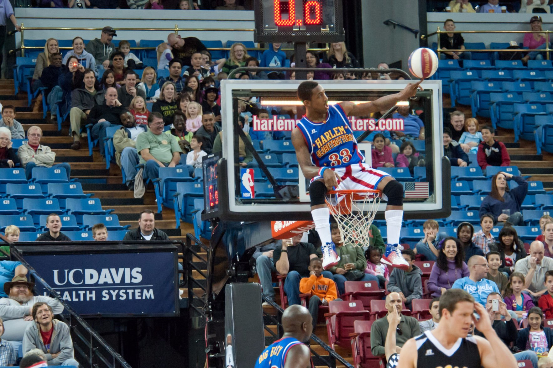 Watch this Harlem Globetrotter sink a basket from a helicopter