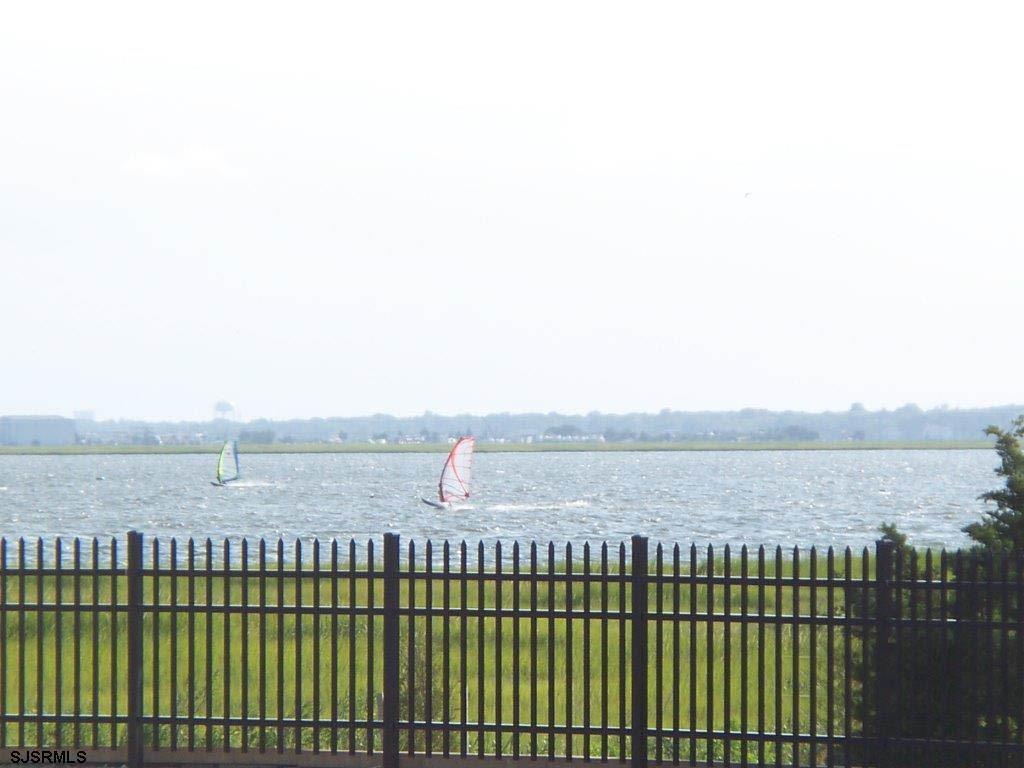 Lake's Bay