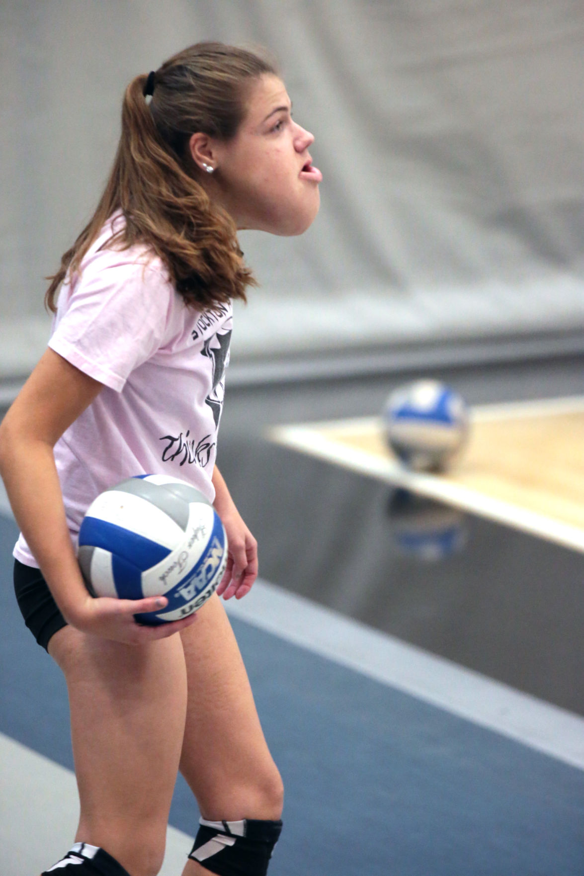 stockton volleyball player with rare condition a light for the team